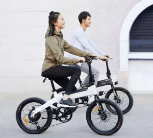 xiaomi himo c20 being ridden by a man and a woman